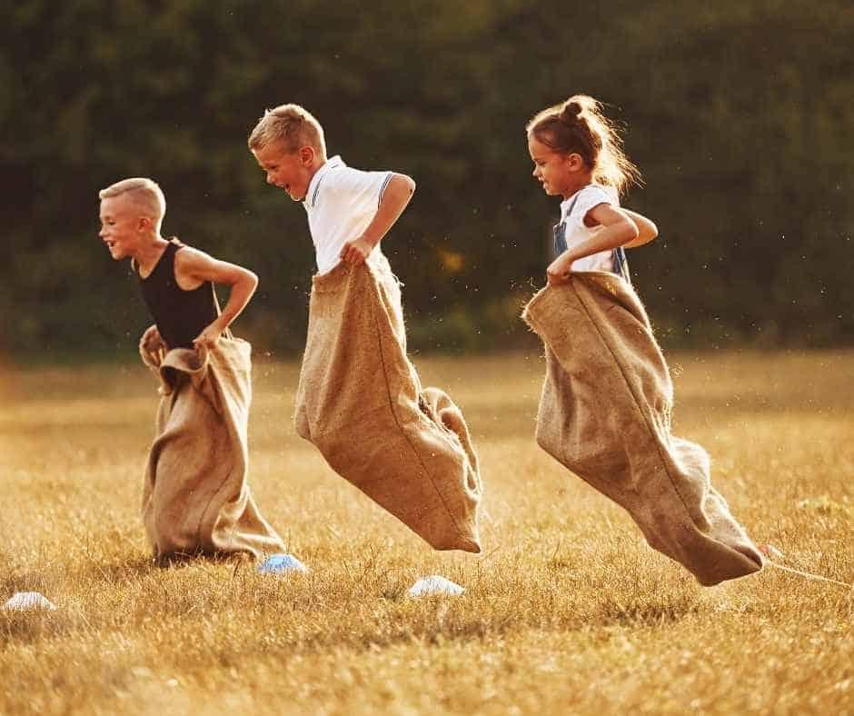 juegos de niños tradicionales con sacos