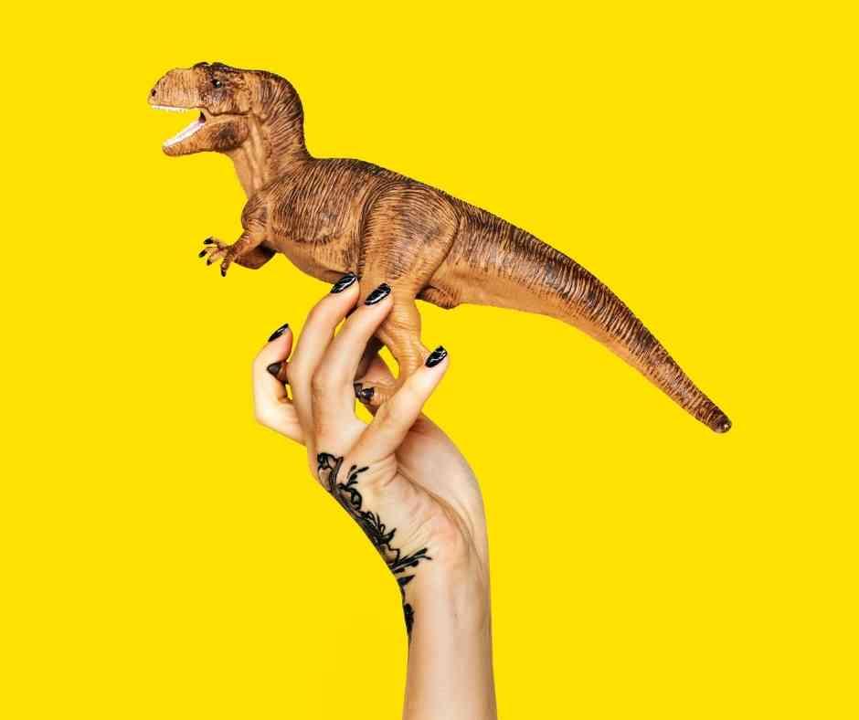 pagar la cuenta con un dinosaurio