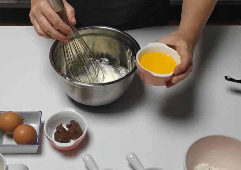 añadir mantequilla para mug cake
