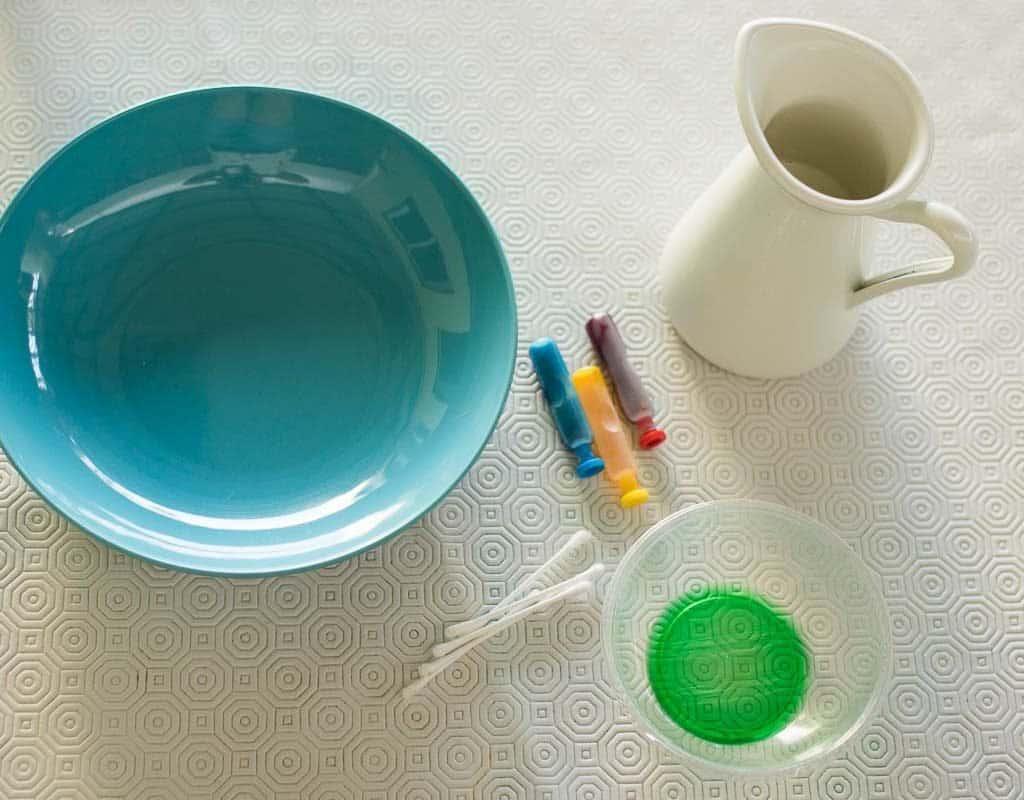 materiales para experimento con leche