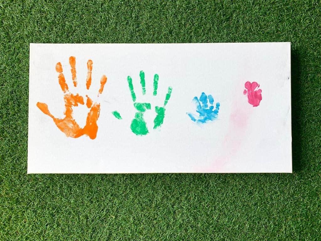 cuadro familiar de manos